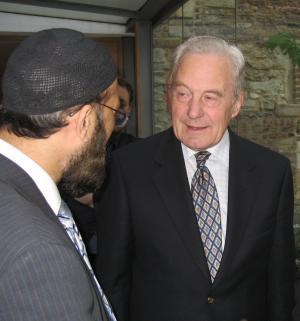 Michael Henderson talks with Imam Musharraf Hussain al-Azhari from Nottingham (Photo: Michael Smith)