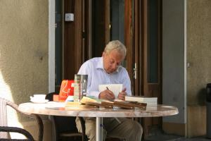Michael Henderson signing copies of his book at book launch in Caux (Photo: Maria Grace)