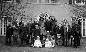 English children including Hendersons at home of Sylvia Warren