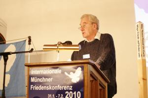 Michael Henderson speaking at the Munich International Peace Conference